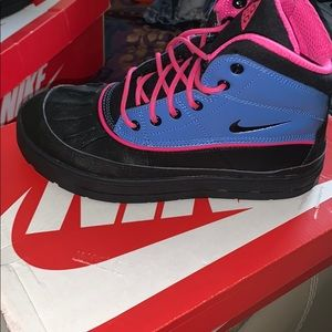 Shoes - COPY - Nike Woodside 2